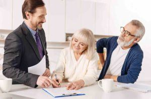 Anwalt hilft älterem Ehepaar