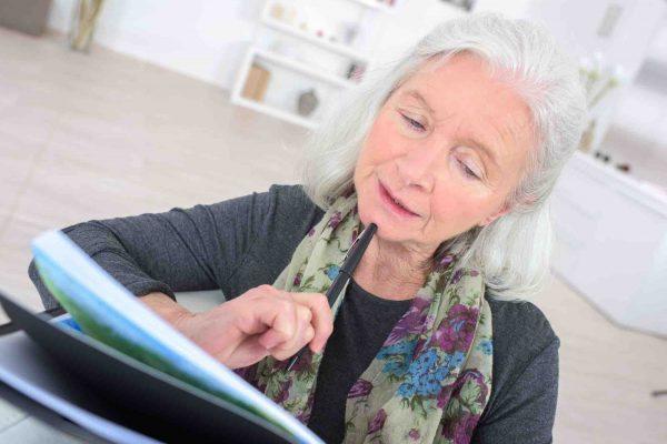 Ältere Dame verfasst Testament